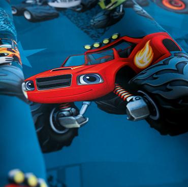 """Detailbild von Indes Fuggerhaus Stoff Sunytuck mit den Stars der Serie """"Blaze and the Monster Machines""""."""